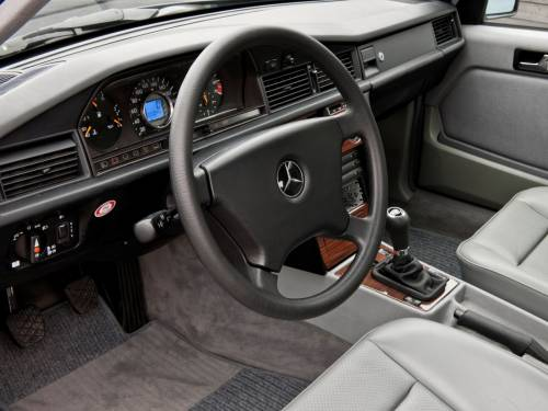 Салон Mercedes-benz 190E